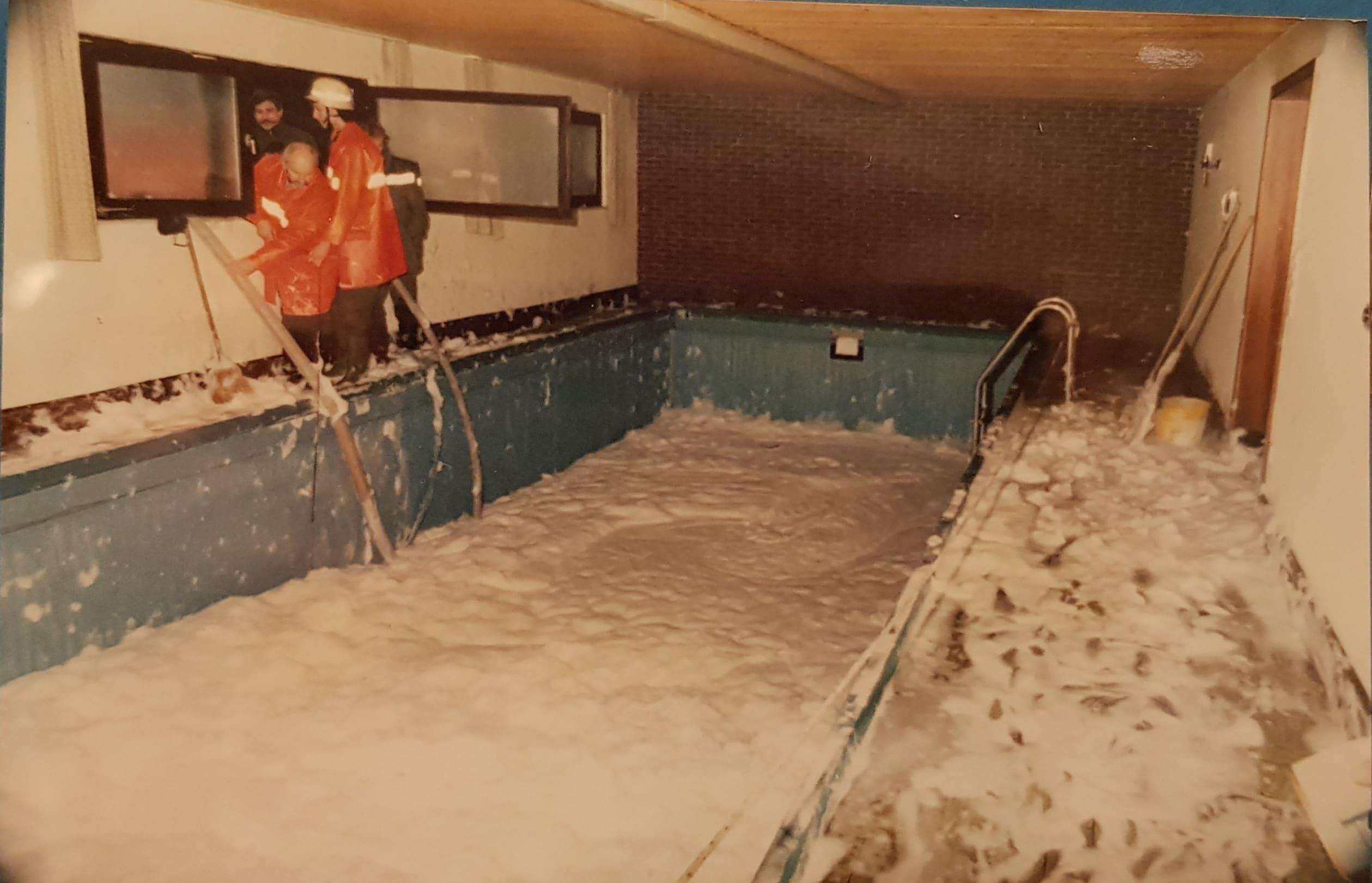 Schwimmbad im Hotel nach dem Brand