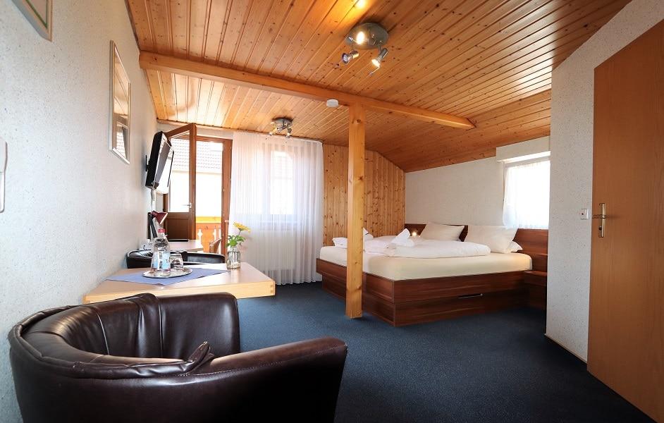 Doppelzimmer mit Balkon im Schwimmbadhaus des Hotel Klosterbräustuben