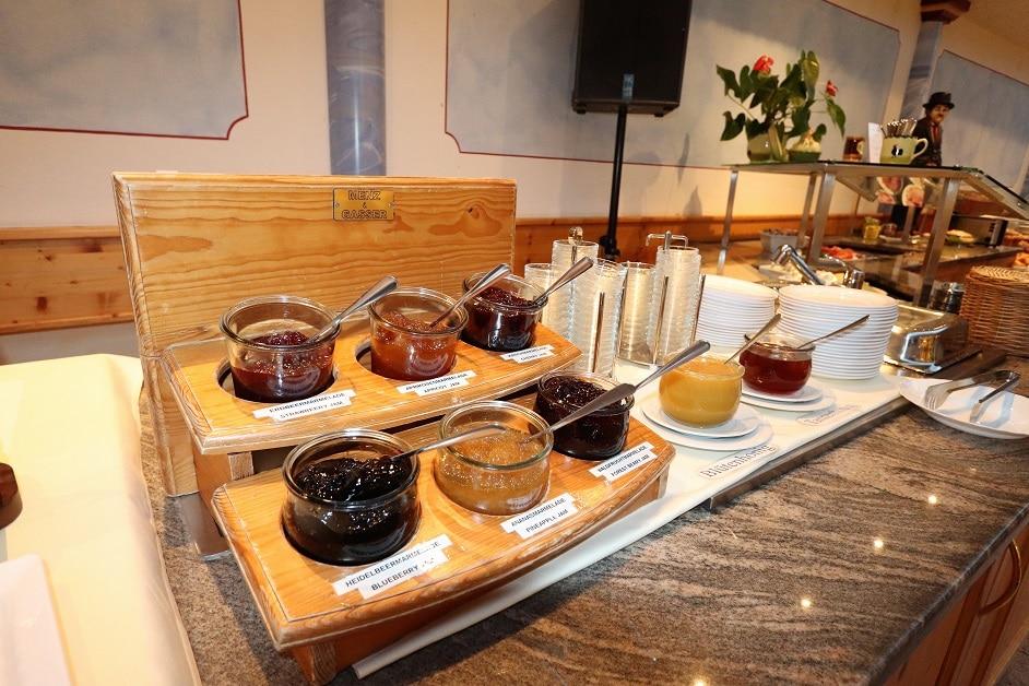 Marmeladen und Honigbuffet am Frühstücksbuffet