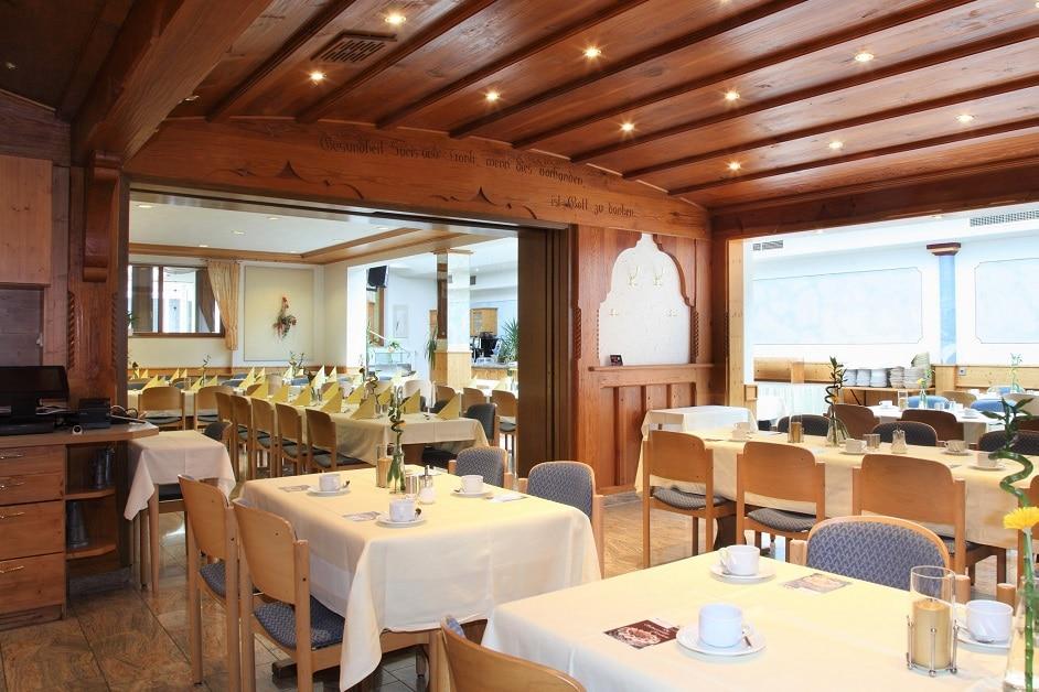 Großer Saal mit Nebenzimmer im Restaurant