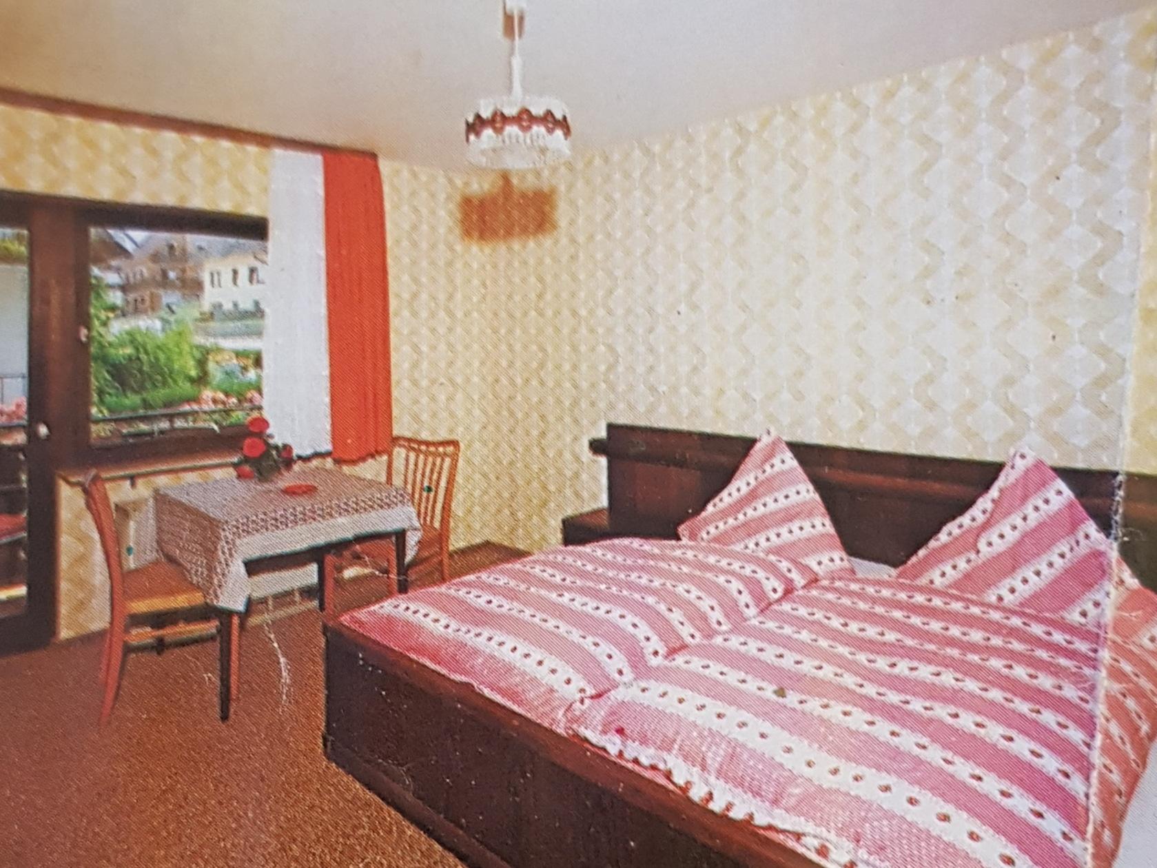 Doppelzimmer aus den 70er Jahren