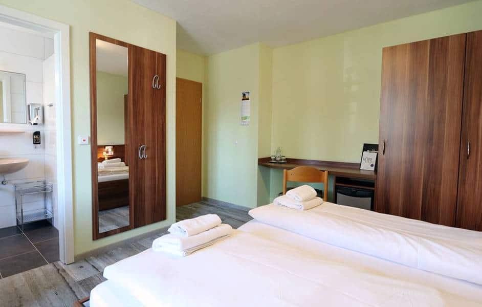 Doppelzimmer 302 im Haus Philipp mit neuen Hotelmöbeln