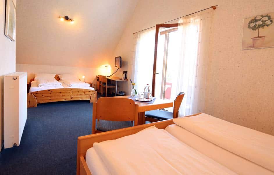 Familienzimmer 326 im Haus Christian mit 2 Doppelbetten und Balkon