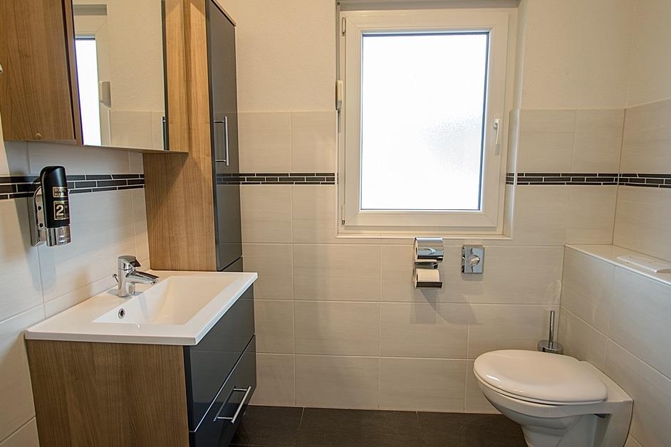 """Ferienwohnung """"Henneleiter"""" Bad mit Dusche und WC"""