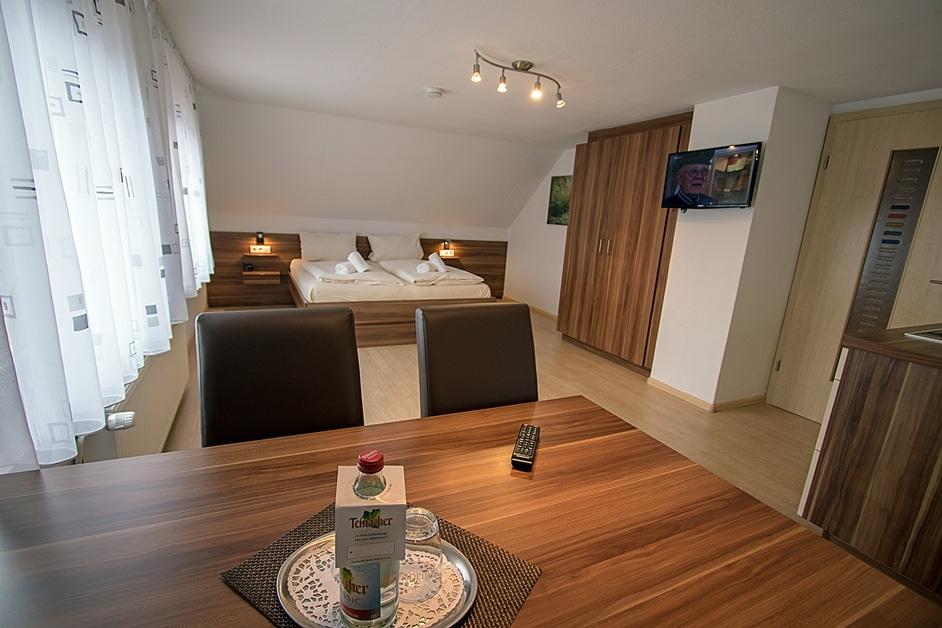 Ferienwohnung Henneleiter mit Wohn und Schlafzimmer