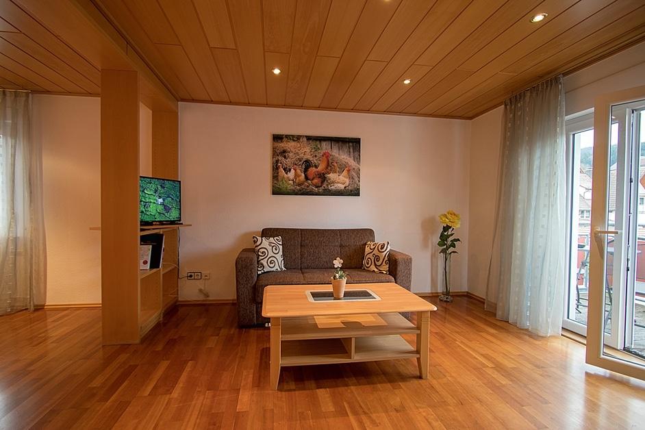 Ferienwohnung Hennehof Wohnzimmer mit Balkon