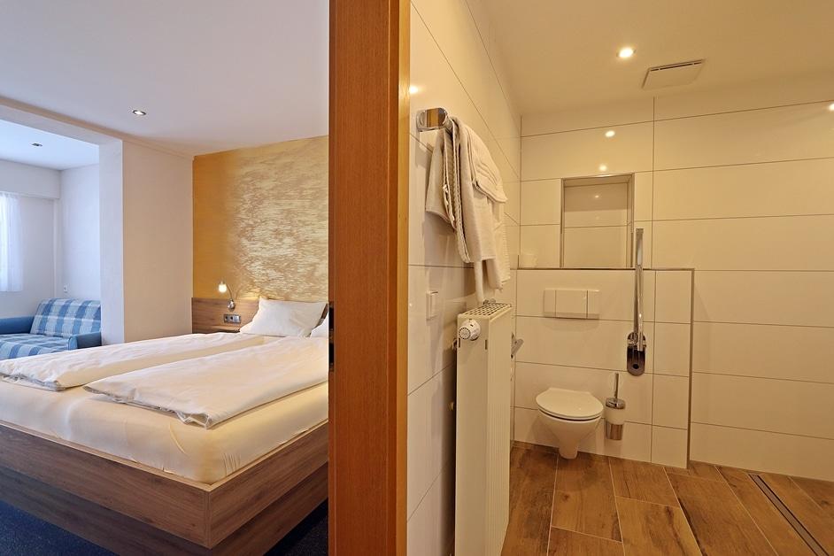 Ferienwohnung Bienenkiste Bad und Schlafzimmer