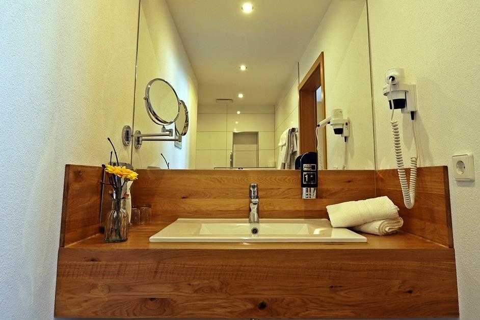Ferienwohnung Bienenkiste Badezimmer Waschtisch