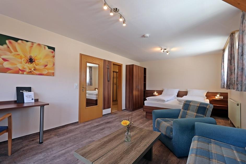 Ferienwohnung Bienenwabe Schlafzimmer 1 Doppelbett
