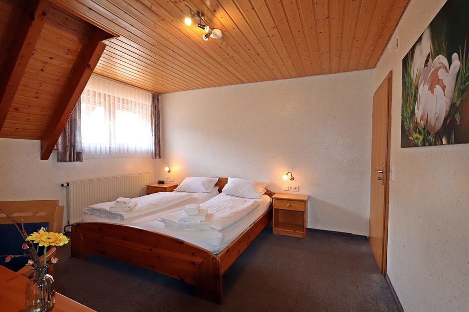 Ferienwohnung Bienenwabe Schlafzimmer 2 Doppelbett