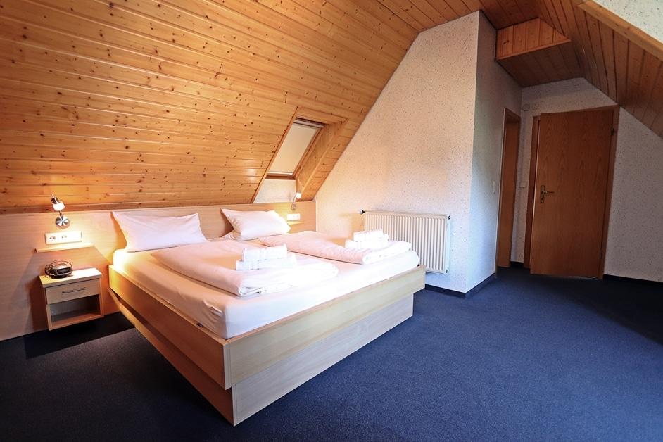 Ferienwohnung Bienenwabe Schlafzimmer 3 Doppelbett