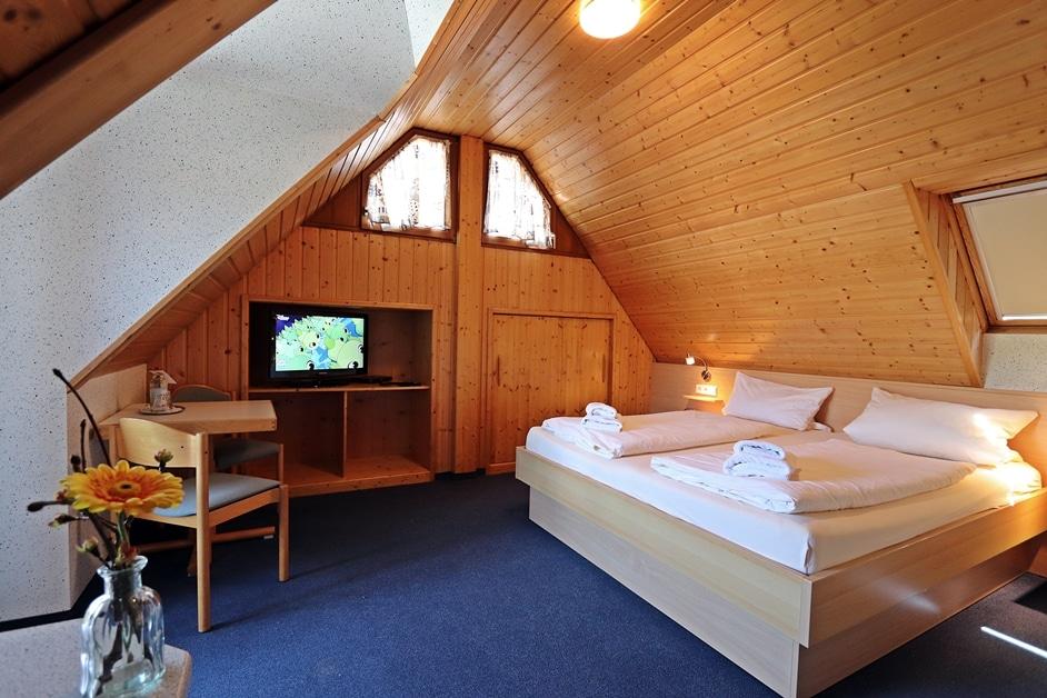 Ferienwohnung Bienenwabe Schlafzimmer 3 TV