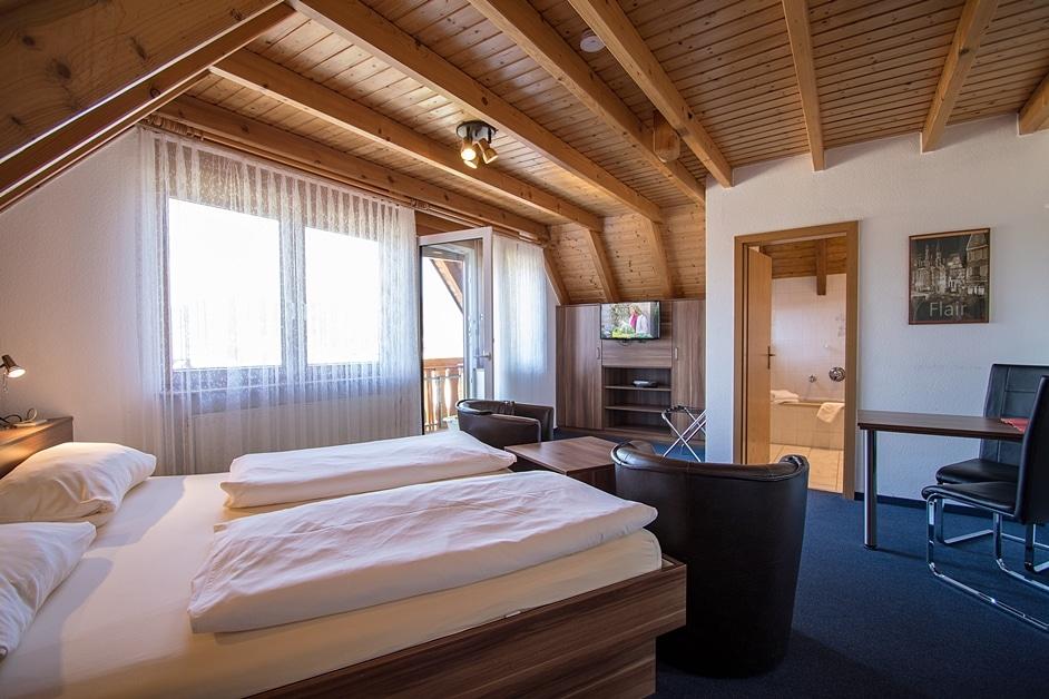 Ferienwohnung Städtleblick Appartement mit Wohnecke, Bad und Balkon