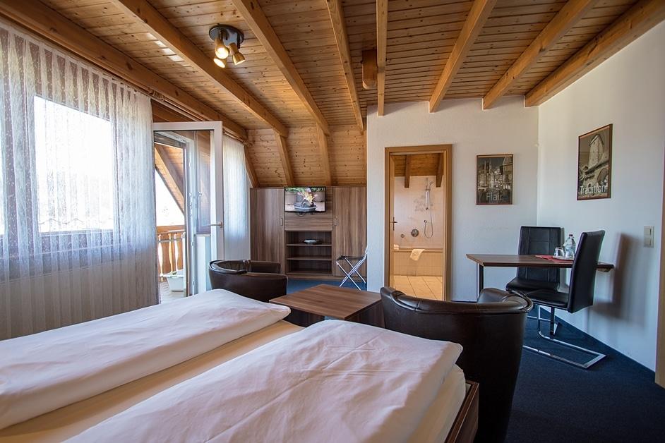 """Appartement """"Städtleblick"""" mit Doppelbett, Esstisch, Wohnecke und Bad"""