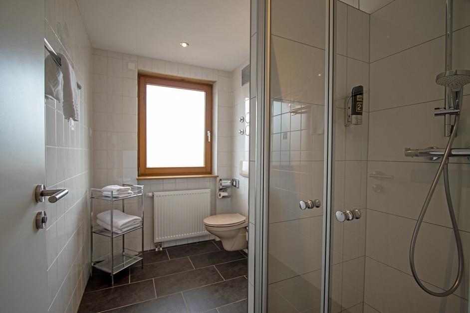 Ferienwohnung Klosterblick Bad mit begehbarer Dusche